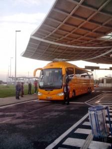 Opět ten samý autobus - tentokrát na pasové kontrole.