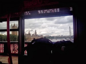 Letmý pohled na parlament... Budem se muset do Londýna ještě někdy podívat :-)