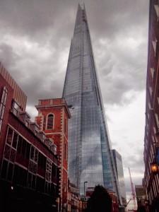 London Shard - opravdu majestátní budova s dost drahou vyhlídkou (25 liber za osobu) a pěkným webem http://the-shard.com/